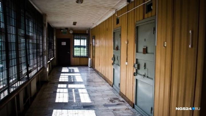 Красноярец получил пять суток тюрьмы за кражу бутылки водки