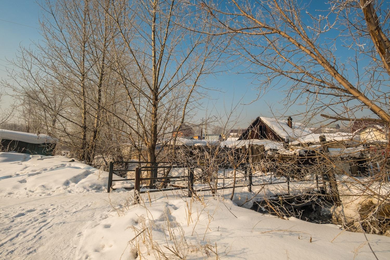 Через речки Ельцовки перекинуты мостики, но берега постепенно осыпаются