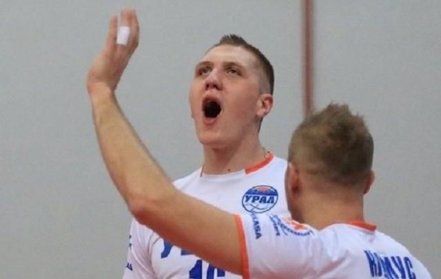 Иван Ургант заступился за экс-игрока уфимского «Урала», которого высадили с самолета