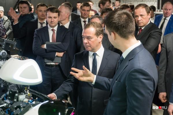 Дмитрий Медведем с Промоботом и его создателем