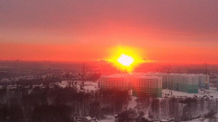 Новосибирцы увлеклись сегодняшним закатом и сделали множество снимков