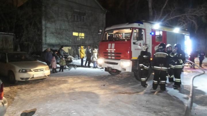 «Получил пенсию, выпил, сгорел»: в доме на берегу Шарташа во время пожара погиб мужчина