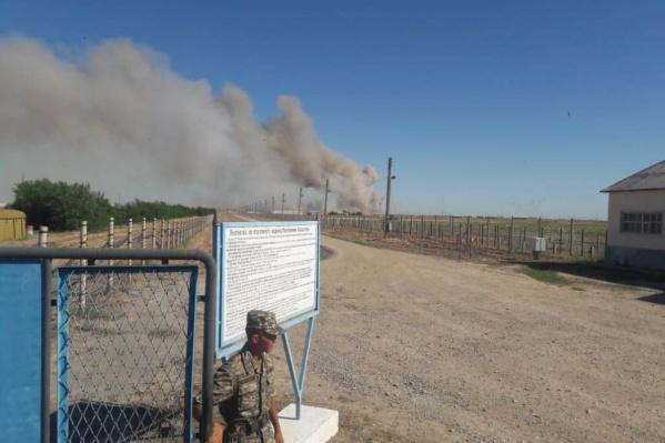 Казахстанские власти ввели режим ЧС из-за взрывов в войсковой части близ города Арысь
