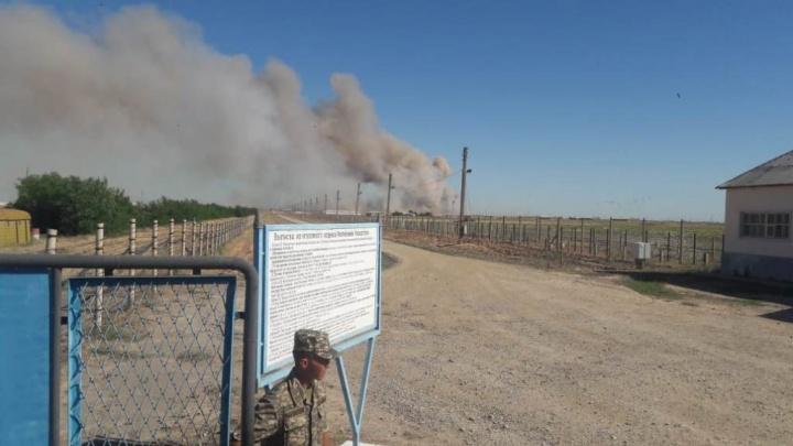 В Казахстане из-за взрывов боеприпасов застрял челябинский поезд с 211 пассажирами