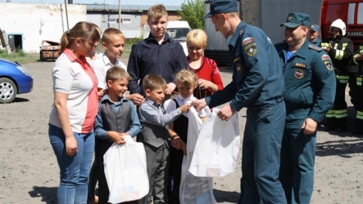 Слесарь получил награду за спасение детей из огня