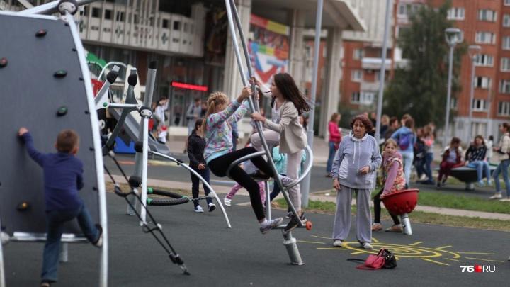 Всё сгнило и развалилось: список опасных детских площадок Ярославля