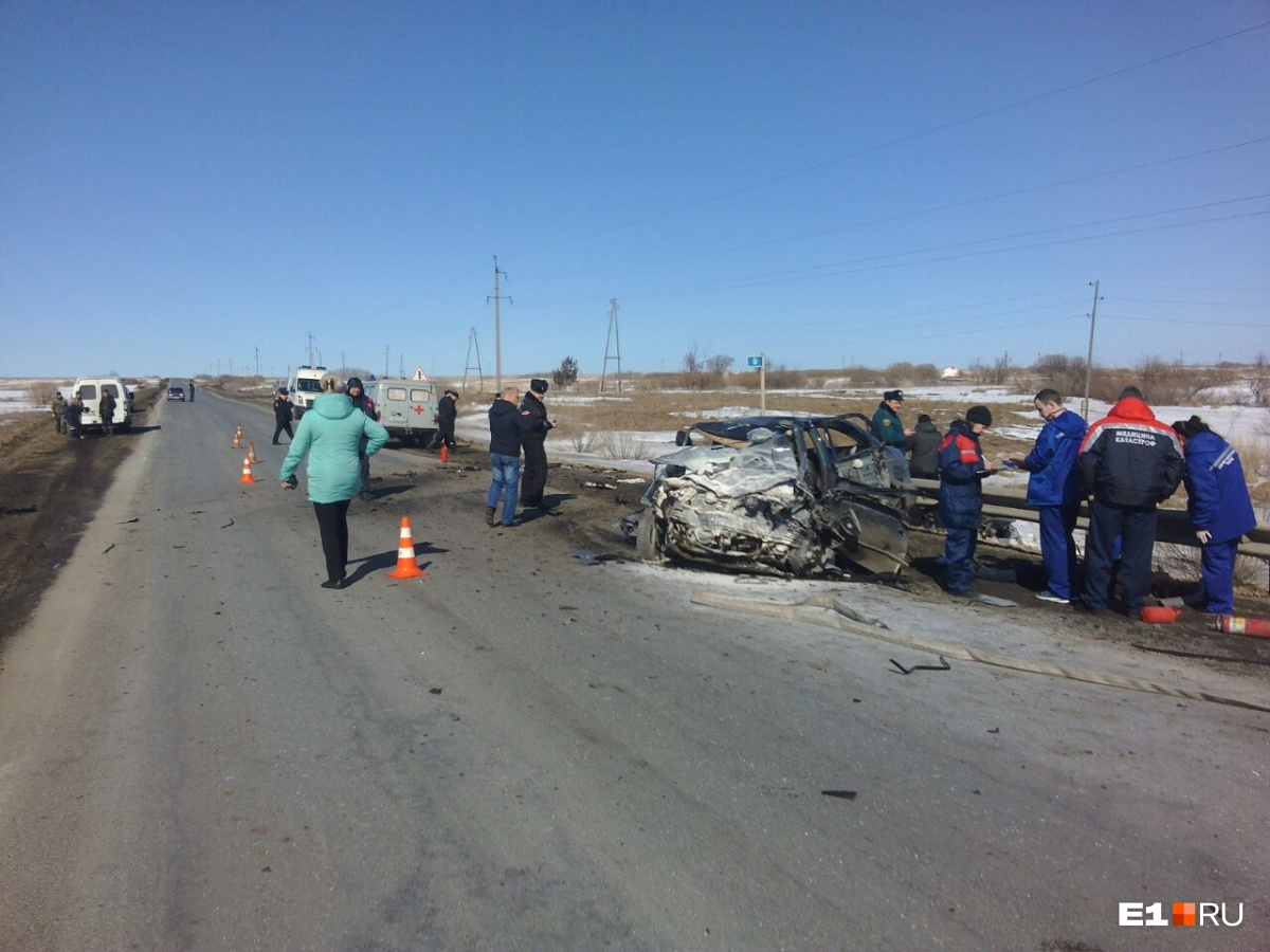 Hyundai Accent после аварии остался на трассе