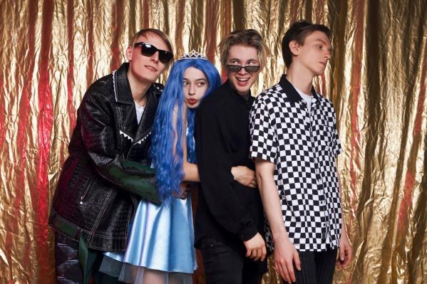 Молодая российская поп-группа поет о проблемах современных подростков<br>
