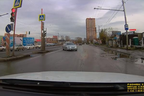 Пешеходов на переходе в этот момент не было