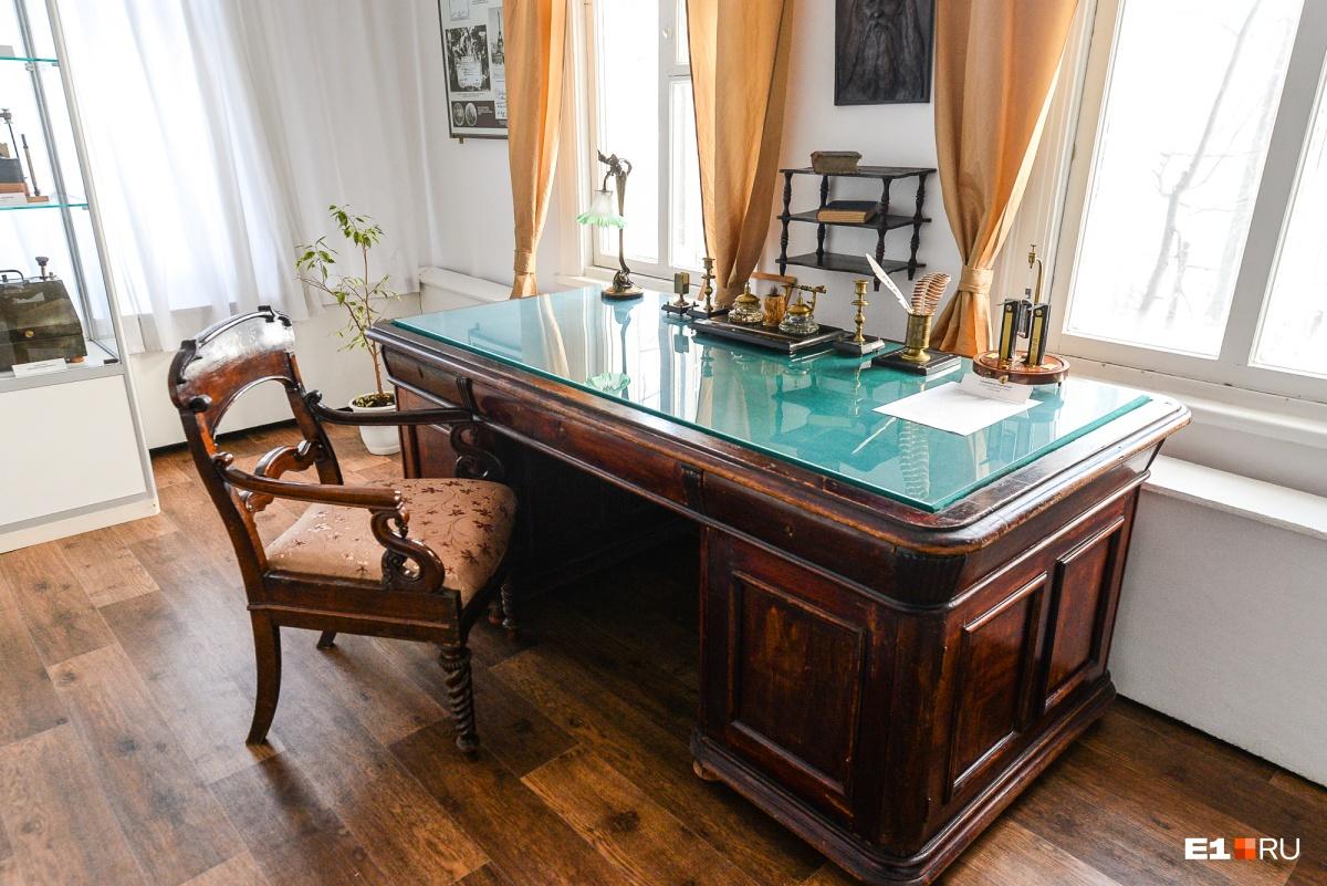 Стол, за которым работал Александр Попов. Его в Краснотурьинск привезли из Санкт-Петербурга