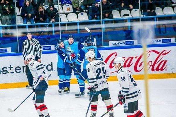 Новосибирские хоккеисты два раза подряд обыграли челябинцев