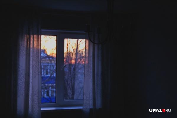 У русских три зимние забавы: кататься с горки, прыгать в снег после бани и утеплять квартиру, когда система отопления не справляется