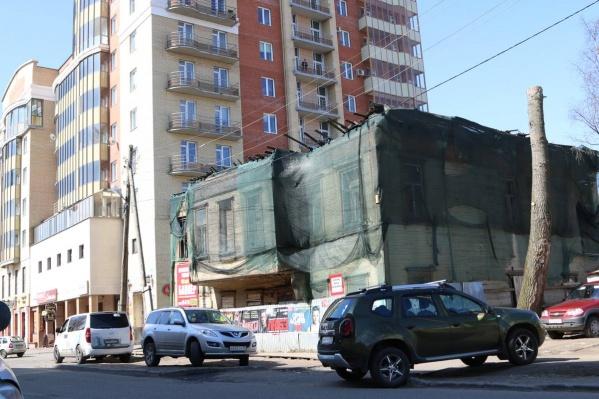 Здание признано аварийным и подлежащим реконструкции еще в 2013 году