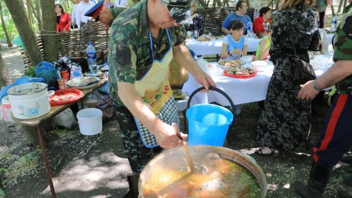 К фестивалю «Донская селедка» приготовили две тонны рыбы