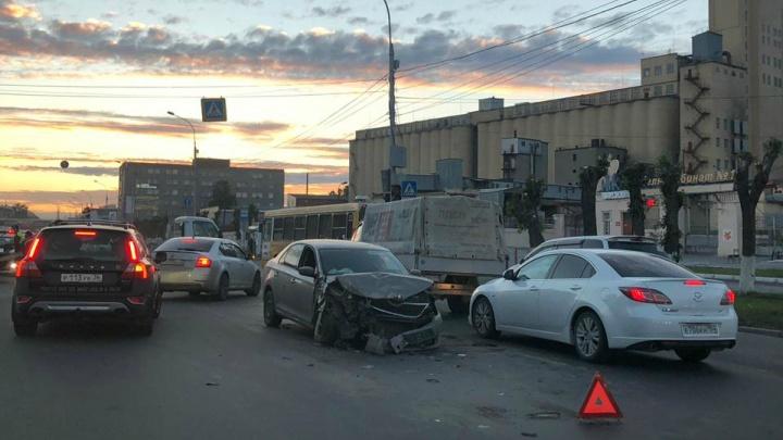 Два ребёнка пострадали в массовом ДТП в Октябрьском районе