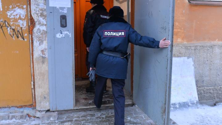 """""""Избивали, чуть её не задушили"""": на Уралмаше трое парней сорвали с женщины цепочку за 150 000 рублей"""