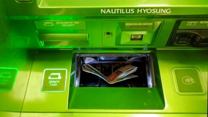 В Ростове грабители болгаркой пытались вскрыть банкомат и украсть два миллиона рублей