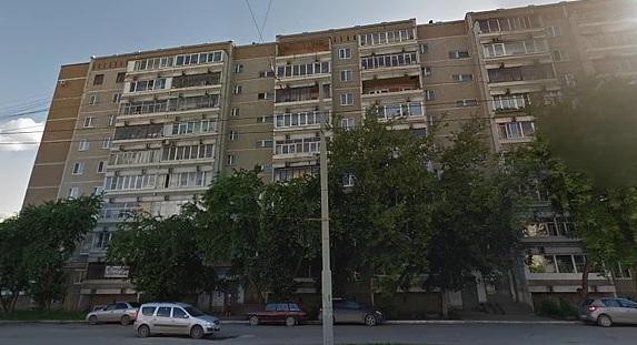 В многоэтажке на Уралмаше инвалид месяц не может выбраться на улицу из-за сломанного лифта
