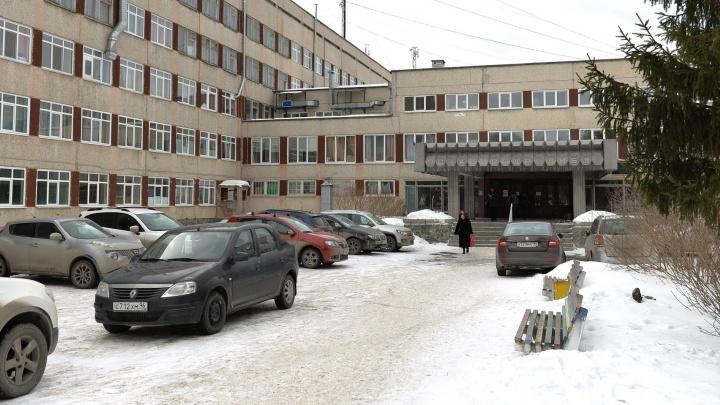 Инструктор отвлёкся: екатеринбургские медики борются за жизнь мальчика, который захлебнулся в бассейне