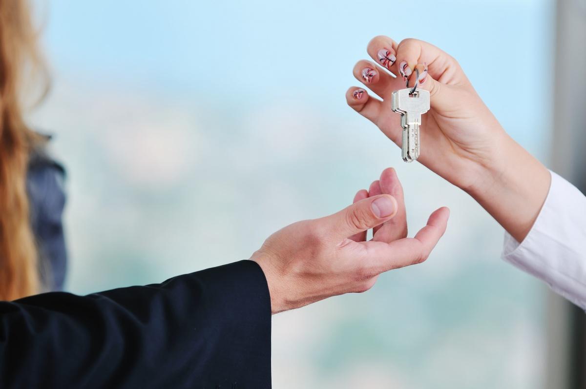 Осторожно, квартирный аферист: как вычислить покупателя-мошенника