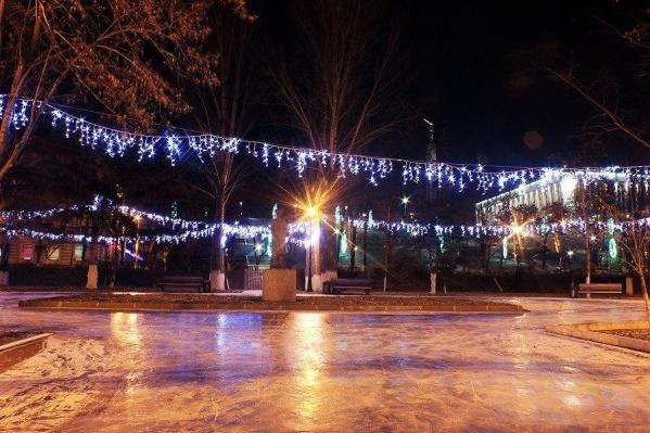 Ледовые площадки оборудуют в парках, скверах и даже на набережной