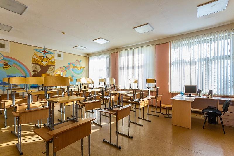 На карантин отправили 12 классов пяти школ и все больницы региона