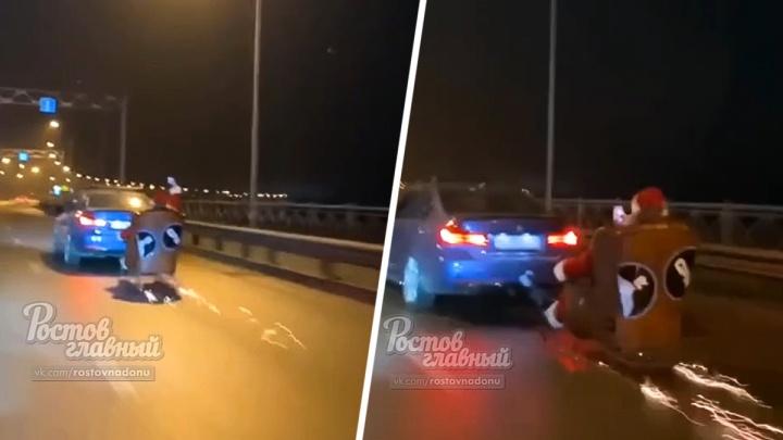 В Ростове оштрафовали водителя BMW, который вез Деда Мороза в санях