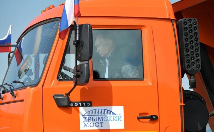 Владимир Путин приехал в Краснодарский край, чтобы открыть мост