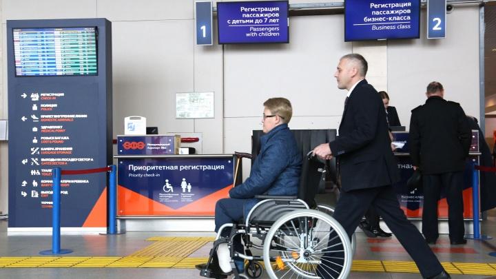 Как со сломанной ногой пройти регистрацию на рейс и сесть в самолет
