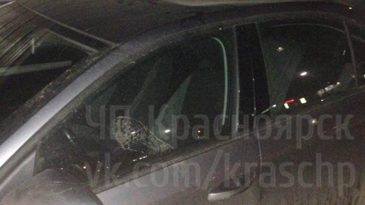 Молодые дебоширы ночью били припаркованные авто и прыгали по их крышам на «Взлётке»