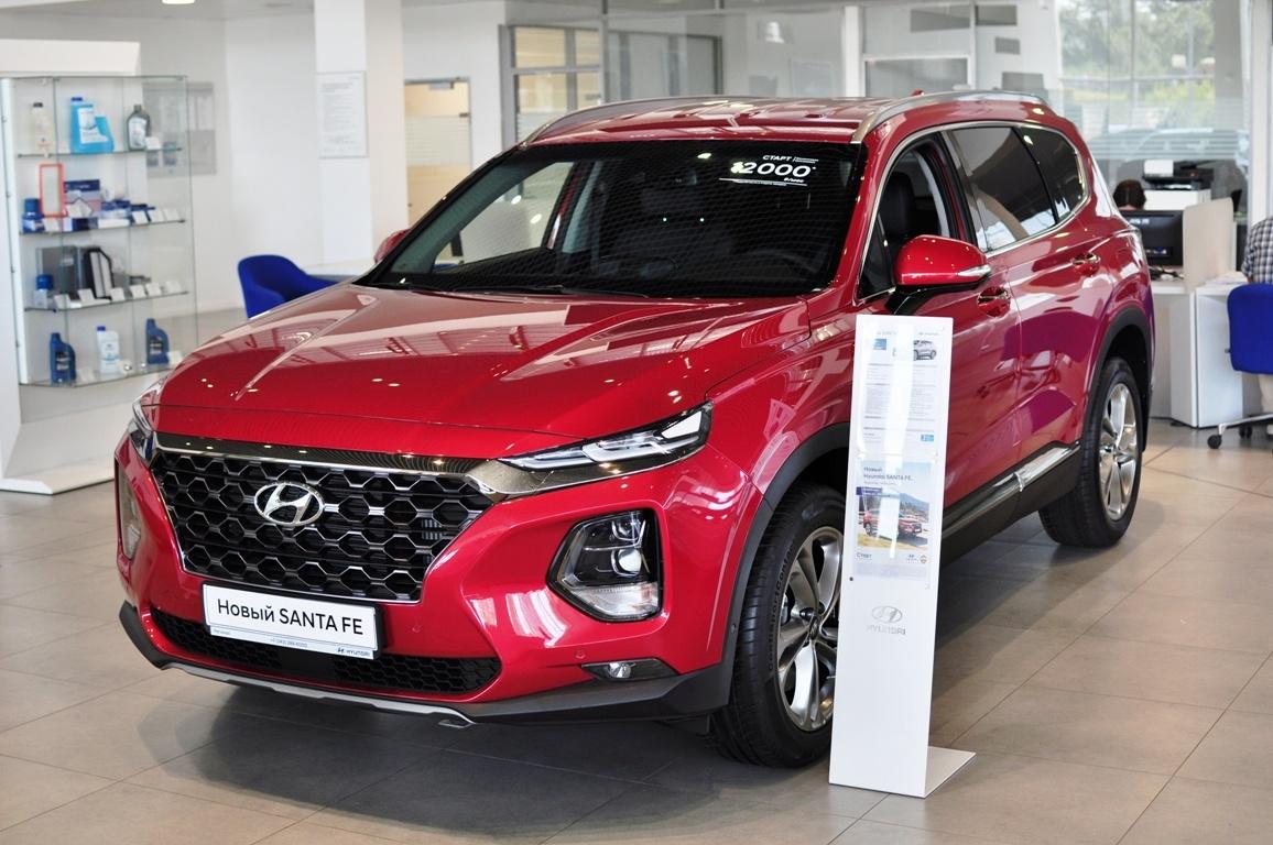 Hyundai Santa Fe в наличии с выгодой до 285 000 рублей. Кредит от 0,1% или от 14 000 руб./мес.