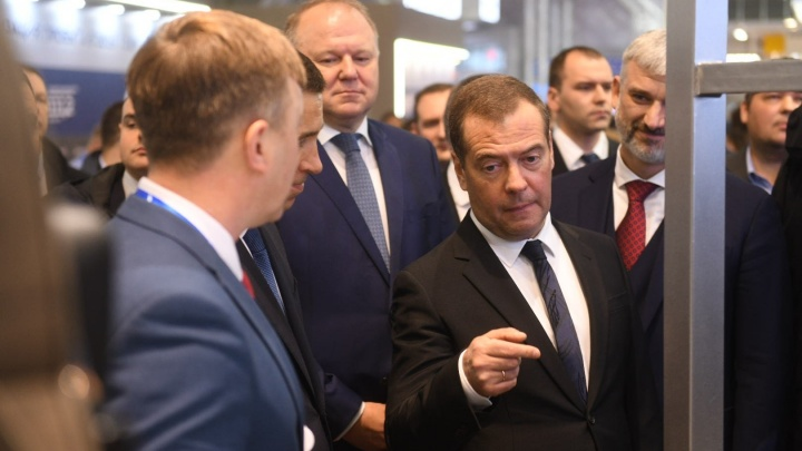 Медведев предложил ужесточить наказания для водителей