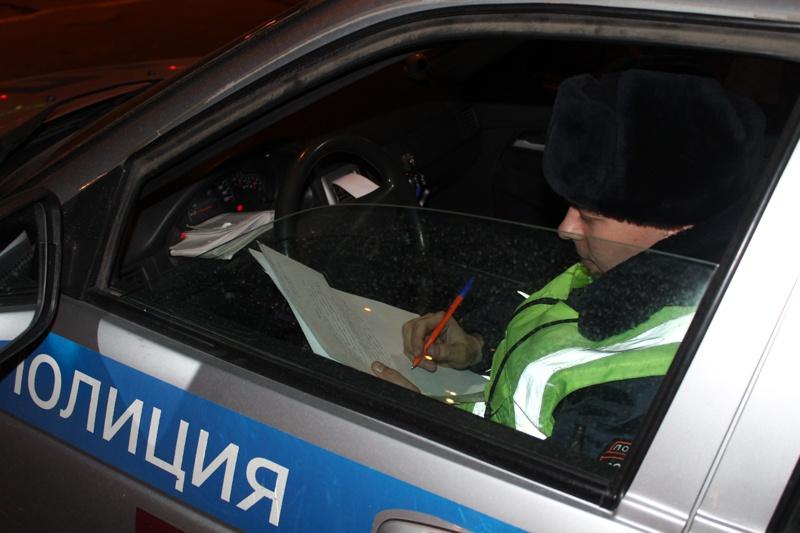 На улицах города из машин экипажей ГИБДД выстроили коридор