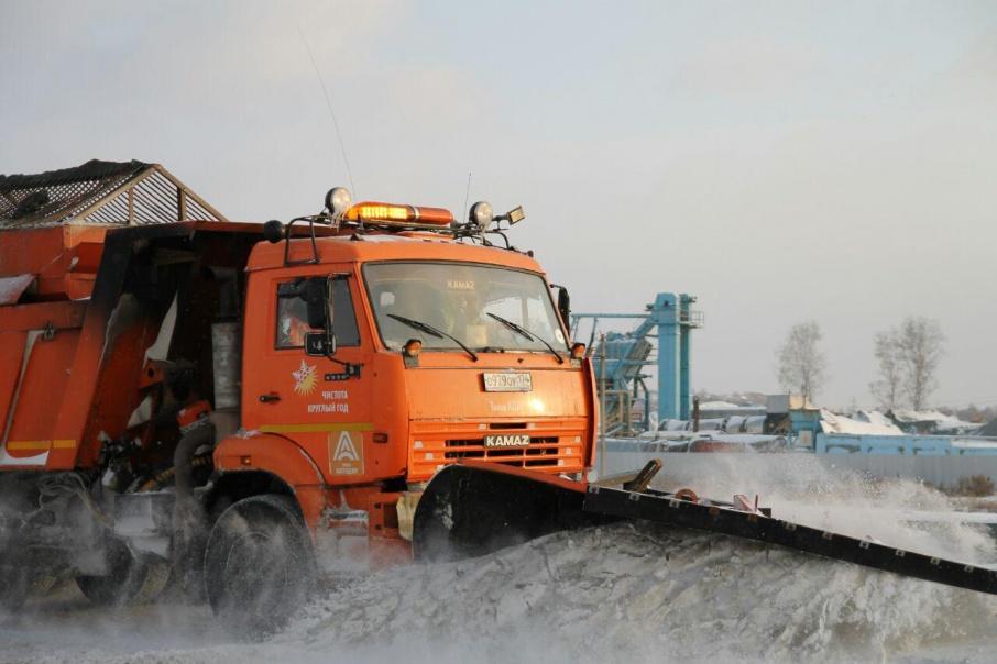 Всего на федеральных трассах региона сейчас работают 82 дорожные машины