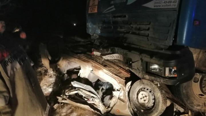 Погибли молодые женщины и пенсионерка: подробности смертельной аварии в Волгоградской области