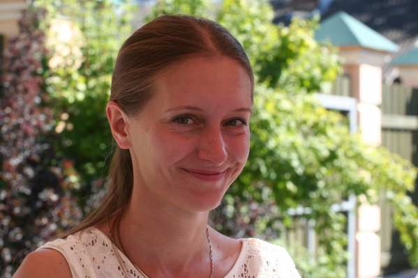 Светлана Прокопьева закончила исторический факультет Псковского государственного педагогического института, работает в журналистике с 2002 года