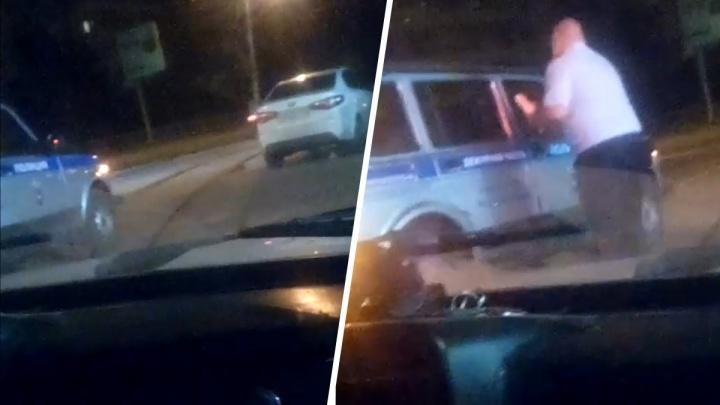 Очевидцы: «В Самаре полицейские перегородили дорогу ради шаурмы»