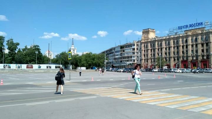 В центре Волгограда без предупреждения закрыли самую крупную парковку города
