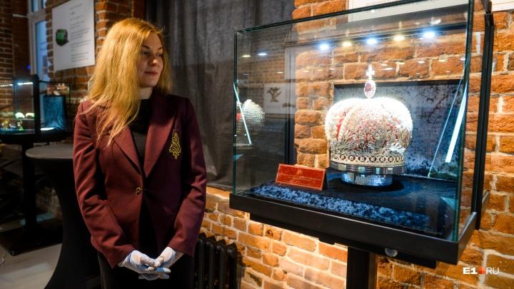 Корона за миллиард, яйца Фаберже и вещи Романовых: гуляем по самой дорогой выставке в Екатеринбурге