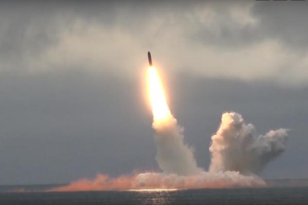 На полигоне уже проходили учения в августе этого года — тогда ракеты запускали с подводных лодок