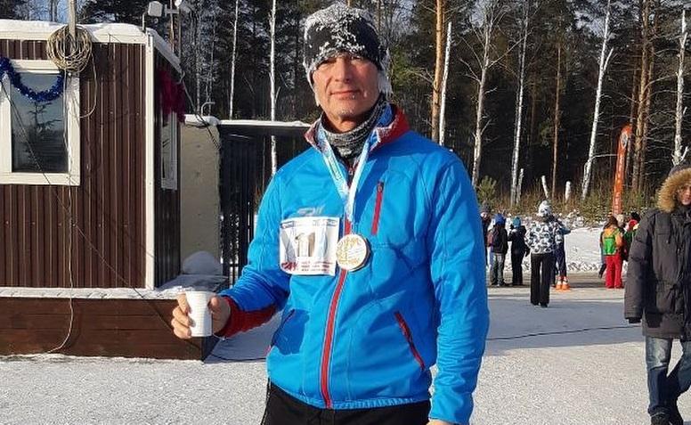 Бывший мэр Евгений Ройзман бежал с больной спиной, но отважно добрался до финиша