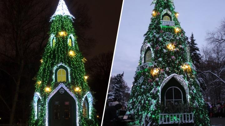 В Центральном парке готовят елку-дом для Деда Мороза