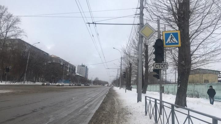 «Машины летят без тормозов»: на перекрёстке улиц Трикотажной и Промышленной погас светофор
