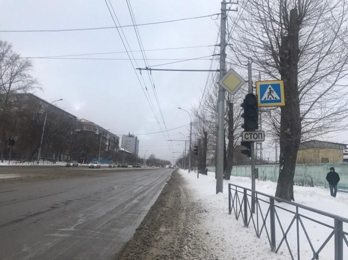 Светофор не работает на перекрёстке улиц Трикотажной и Промышленной