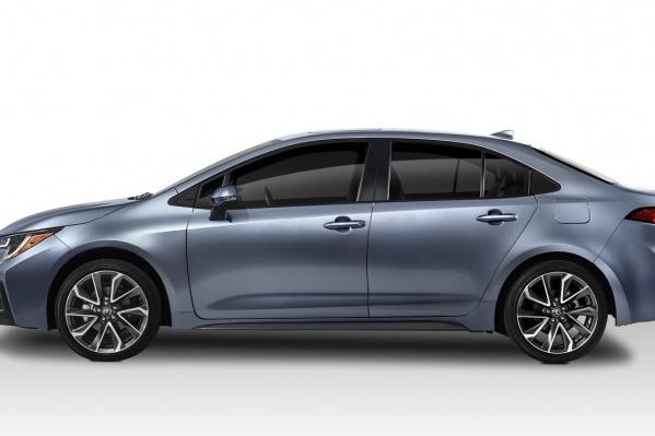 Camry или Corolla? У них теперь одна платформа, близкая стилистика и... почти одинаковая цена