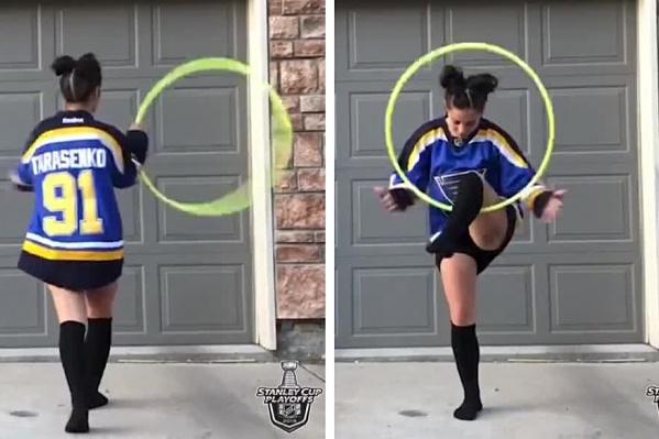 Девушка на видео танцует с обручем