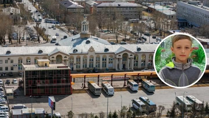 Мальчика, уехавшего автостопом из Кемерово, нашли в Красноярске