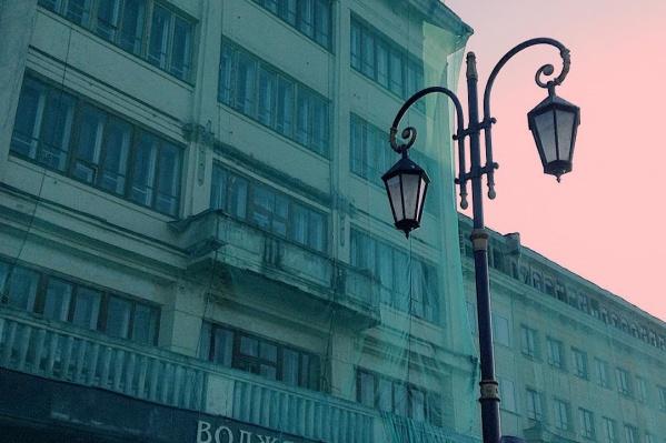 Отель перестал функционировать в 2008 году, а здание законсервировали