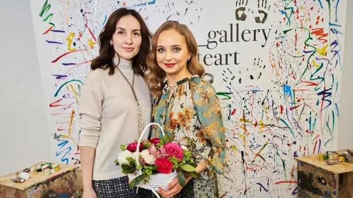 Танцевальный перформанс и отличное настроение: в Уфесостоялась презентация картин Анны Николаевой