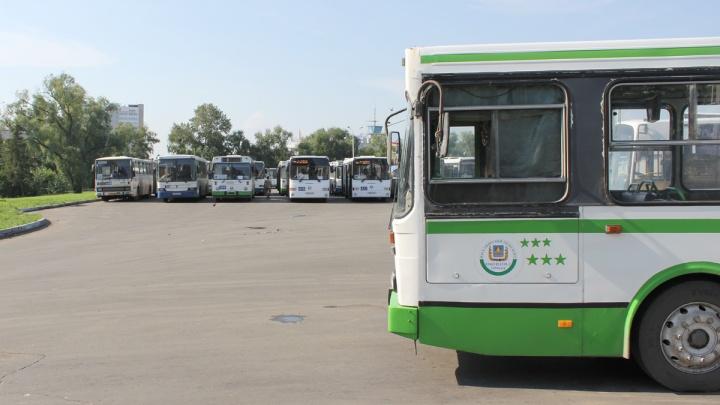 Автобусы и троллейбусы меняют маршруты из-за закрытых дорог
